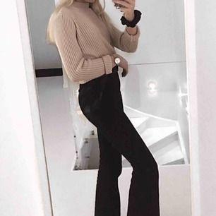 Bootcut jeans från bershka Säljer pga att jag inte använder dem. Använt många gånger men bra skick. ( VI HAR KATT OCH HUND I HEMMET) kan sänkas i pris vid snabb affär 😃😃😃  Köpare står för frakt  #strlxs #bootcut