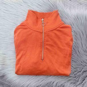 Superfin orange tröja med dragkedja, frakt kostar 40kr🧡🔥