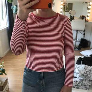 Randig tröja i storlek M men skulle säga att det är en S🧡