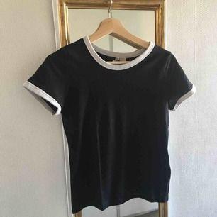 Fin tröja från H&M som passar med väldigt många andra färger/klädesplagg!! Säljer då den är lite för liten för mig tyvärr. Köparen står för frakt 😇
