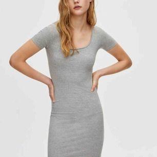 Helt ny klänning från pull&bear! Säljer då den är för tajt för mig, passar XS mer än s!