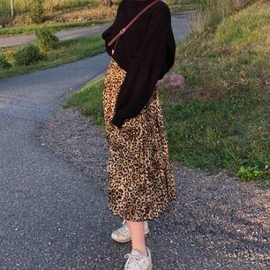 Jättefin plisserad kjol. Köparen står för frakt! 🕊 Pris kan diskuteras!!