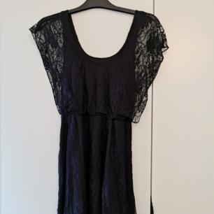 Spetsklänning från Gina Tricot. Superskön!