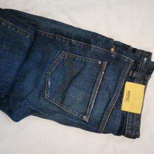 Coola jeans från WESC. Lite boyfriend modell.