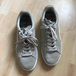 Puma skor använd nån gång, Säljer pga ej kommit till användning , mycket bra skick. Frakt 64kr
