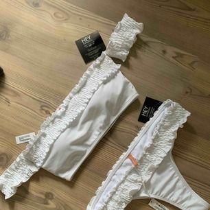 Oanvänd bikini med alla lappar kvar. Ej testad!!  Inköpt för ca 350kr. Säljer pga har en likadan i annan färg.  Möts upp i Stockholm, annars står köparen för frakten!