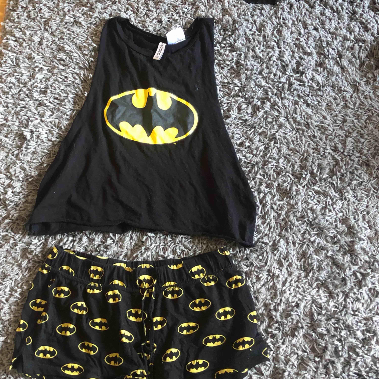 Superfint pyjamas set från hm. Storlek S. Säljer pågrund av att det inte kommer till användning längre. Frakt tillkommer. Övrigt.
