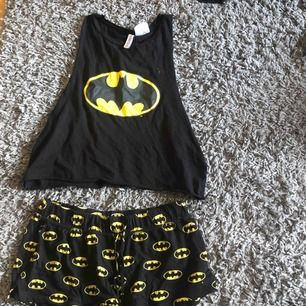 Superfint pyjamas set från hm. Storlek S. Säljer pågrund av att det inte kommer till användning längre. Frakt tillkommer