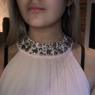 Jättefin klänning från hm som bara är använd 2 ggr. Köpte för 599:-. Frakt tillkommer