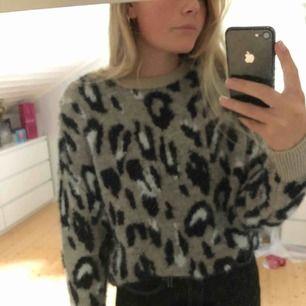 """Väldigt mjuk och fin tröja med leopardmönster från """"Newlook""""  Köparen står för frakt men kan mötas :)"""