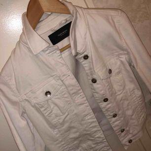 Ny vit jeans jacka från vero Moda strl S