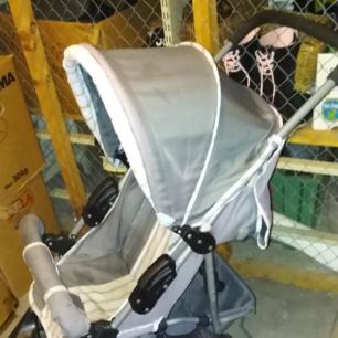 Sulky Disney Nalle Puh I fint skick Fullt liggläge och stor varukorg Svängbara framhjul Medföljer regnskydd 250:-  Hämtas i Husby backe Söderköping