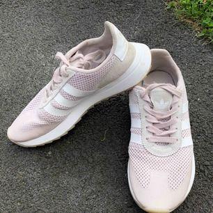 Adidas originals Flashback runner,  Skorna är ej använda och i nyskick, säljer pga. Ingen användning.  Nypris: 999 kronor.