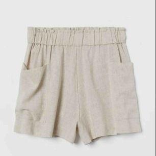 Högmidjade shorts i linnemix! Använda bara en gång.