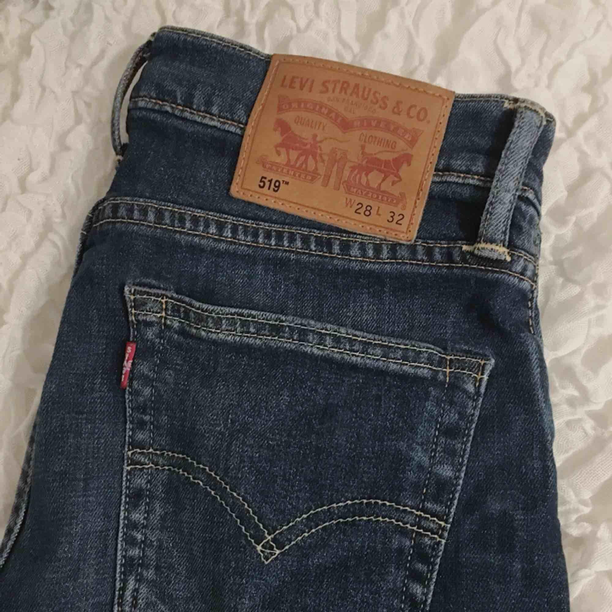Levi's jeans som sitter jätte snyggt på, säljes pga att dom används för lite. Frakt tillkommer!  ✨✨    Köpta för 1 099kr . Jeans & Byxor.