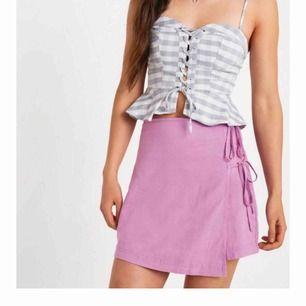 Superfin kjol från urban outfitters. Nypris ca. 430kr Köptes i juni men har inte riktigt kommit till användning. Köparen och jag delar på frakten! 💗
