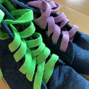 Fin skor. 60 kr för frakten☺️