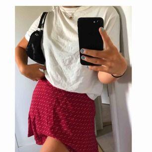 Supersöt kjol som aldrig kommit till användning tyvärr