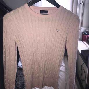 Nästan helt oandvänd stickad tröja från Gant!☺️sitter perfekt, men andvänds inte nog mycke av mig😅 Frakt ingår!
