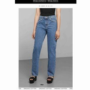 Weekdays klassiska Voyage jeans. De perfekta jeansen men som jag lyckats köpa i en för stor storlek. Därav har de mest legat i garderoben. Kan såklart skicka egna bilder som så önskas. Köparen står för frakten! 🌸