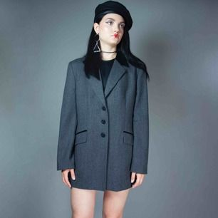 Vintage 80s - 90s pure wool oversized blazer jacket in grey with velvet buttons size M-L SIZE Label: D=44 F=46 GB=18, fits best S-L with different looseness  Model: 173/S Measurements: length: 77 cm pit to pit: 53 cm sleeve inseam: 41 cm Free shipping