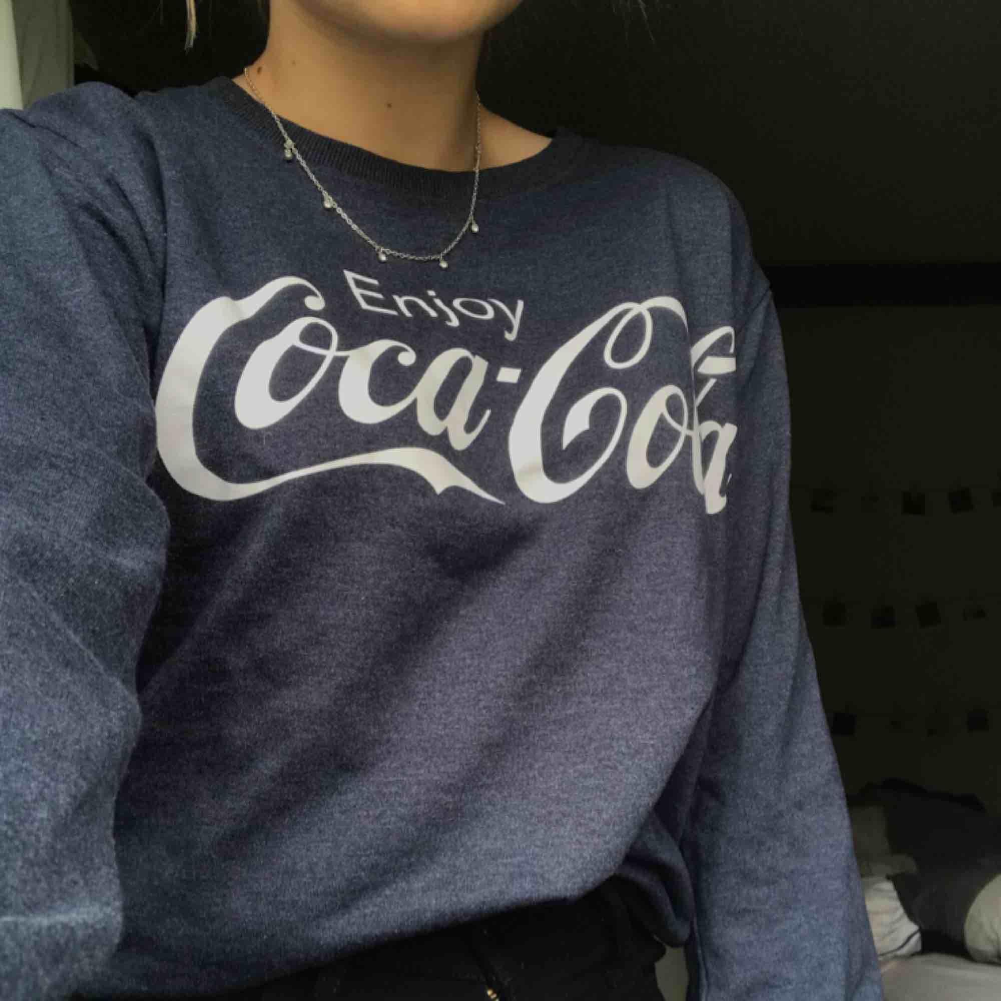 Coca-cola tröja i storlek S Använd ett fåtal gången. Tröjor & Koftor.