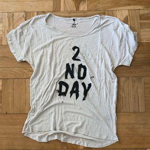 Tshirt ifrån 2nd Day. Nyskick. 💘