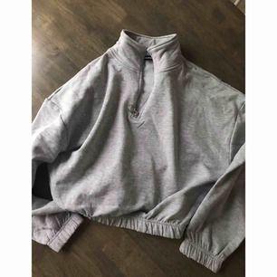 Croppad tröja från bikbok (använd en gång) ordpris 399kr