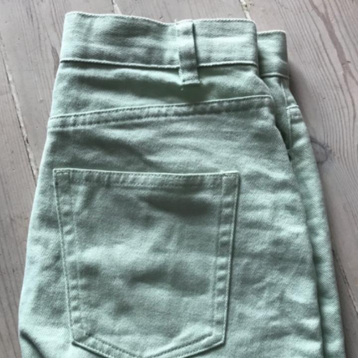 En mintgrön kjol från monki! Knappt använd pga för liten för mig! . Övrigt.