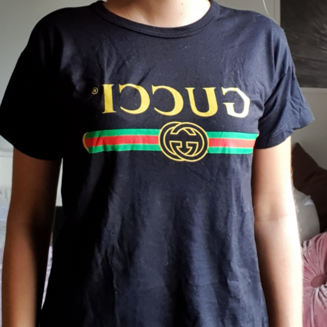 Fejk Gucci t shirt. Frakt 36kr Betalning via swish . T-shirts.