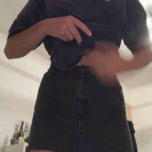 Levi's kjol  Ställ frågor vid intresse💕💕