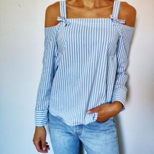 Fin skjortblus, knappt använd. Pris 100 kr + frakt (25 kr) Samfraktar gärna om du hittar något mer fint i min shop. 🌼