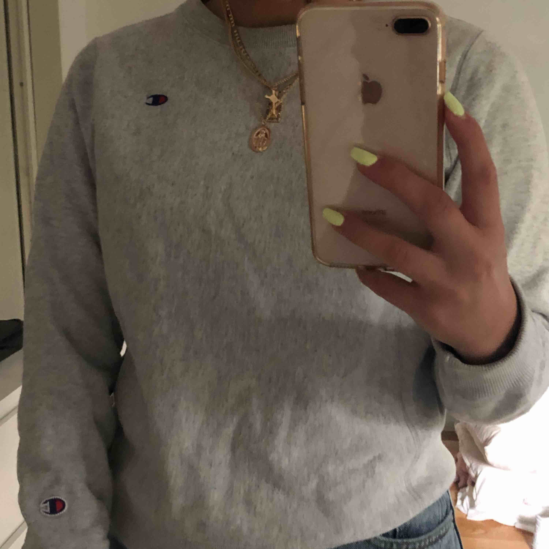 Grey Champion sweatshirt. Köparen står för frakten.. Tröjor & Koftor.