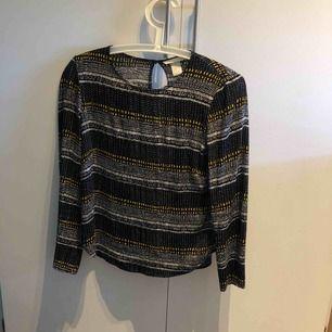 Snygg blus från H&M Priset är inklusive frakt