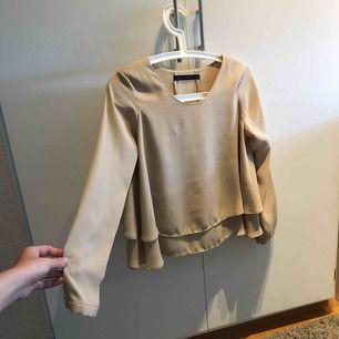 Fin blus från Zara Priset är inklusive frakt