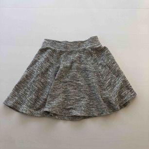 En fin kjol från H&M Priset är inklusive frakt