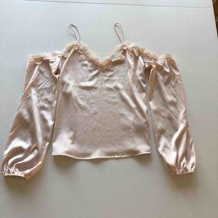 Jättefin tröja i silkesmaterial Priset är inklusive frakt