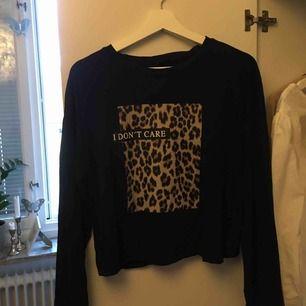 Fin och skön tröja säljer pga inte min stil längre(köparen står dör frakten)