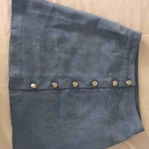 Mocka kjol Endast prövad  Fraktar gärna men står ej för frakten  Tar swish:)