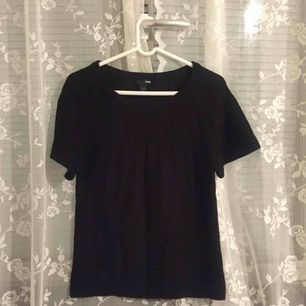 H&M short sleeved sweater