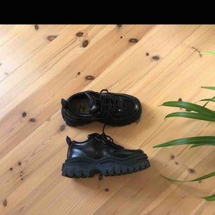 Säljer mina finaste chunky skor, eytys angels.. så otroligt coola och snygga skor! Använder dem aldrig längre och behöver tyvärr pengarna mer än skorna 😰💞💞 köpte står för frakt (lånade bilder)