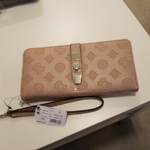 Helt ny plånbok prislapp sitter kvar 599kr, säljer för 350kr, Cream rosa färg