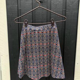 Jättefin kjol som är helt ny. Postas mot frakt - kan samfrakta upp till 1 kg kläder för 63 kr spårbart 💫