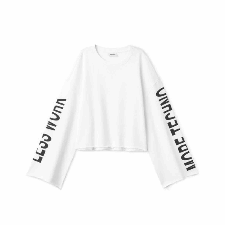 sweatshirt från weekday, knappast använd! frakt tillkommer om man inte kan hämta upp i Malmö. . Tröjor & Koftor.