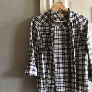 As snygg Levi's skjorta. Varit min favorit, men passar tyvärr inte lika bra längre:(