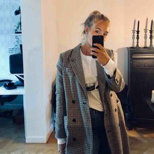 Skit snygg kappa, ej kommit till användning så säljer den istället 😊😊😊 500kr inklusive frakt