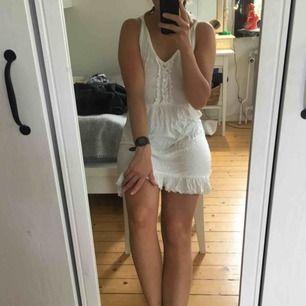 Söt liten klänning som aldrig kommit till användning 💫