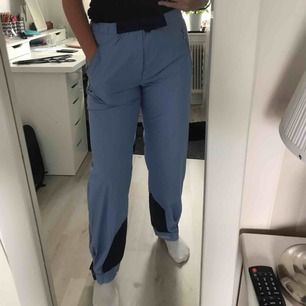 "Vintage blåa ""ONEWAY sportswear"" byxor! ❤️ Frakt inräknad i priset så buda fritt"