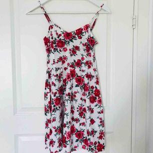 Jättesöt ros-klänning i fint skick, knappt använd🌸