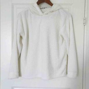 Jättemysig och snygg hoodie i fint skick. 🌸